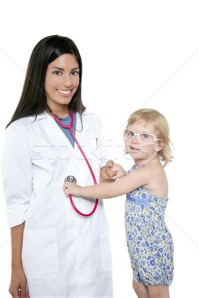 Foto stock: Morena · médico · loiro · little · girl · exame · médico · menina
