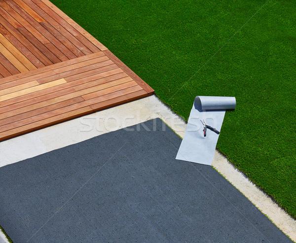 Herbe artificielle installation pont jardin outils gazon Photo stock © lunamarina