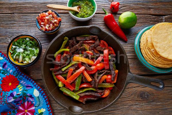 ストックフォト: 牛肉 · ファヒータ · パン · メキシコ料理 · 唐辛子 · 赤