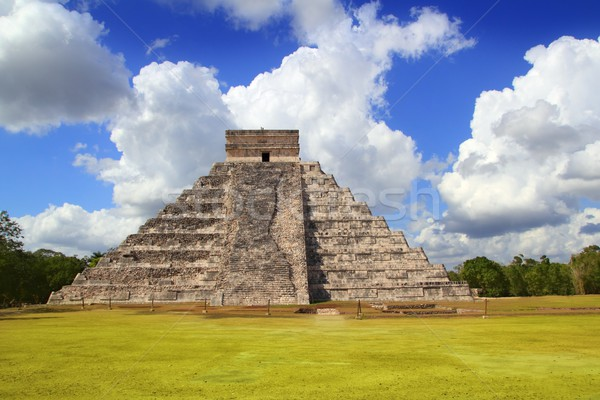 Ancient Chichen Itza Kukulcan Mayan Pyramid Stock photo © lunamarina