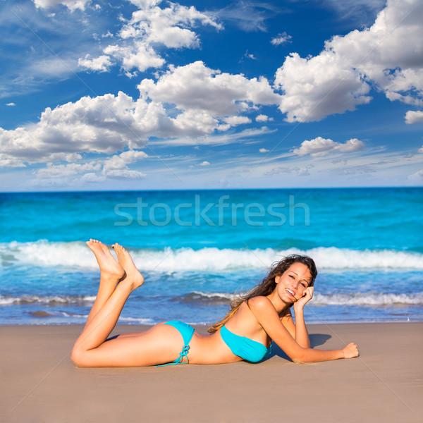 Barna hajú turista tengerparti homok napozás boldog nyári vakáció Stock fotó © lunamarina