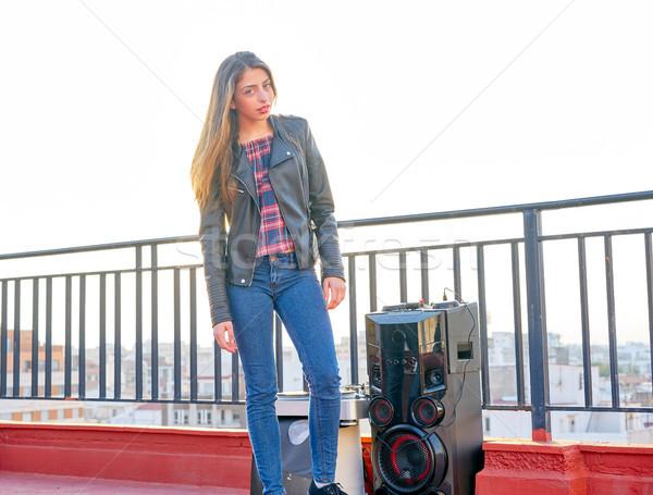 Adolescente menina em pé ao ar livre telhado terraço Foto stock © lunamarina