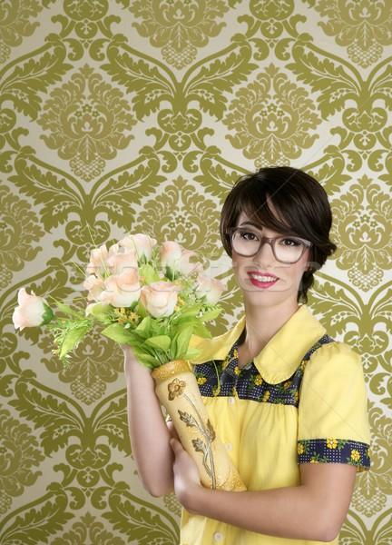 домохозяйка NERD ретро женщину уродливые цветы Сток-фото © lunamarina