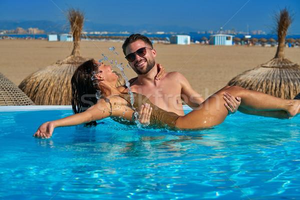 Touristiques couple bain infini piscine plage Photo stock © lunamarina