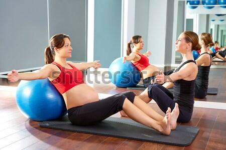 Pilates femme cent exercice entraînement gymnase Photo stock © lunamarina