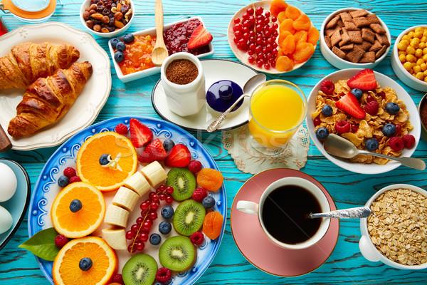 Ontbijt buffet gezonde continentaal koffie sinaasappelsap Stockfoto © lunamarina
