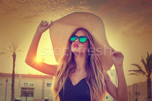 Blond teen girl okulary palma wygaśnięcia Zdjęcia stock © lunamarina