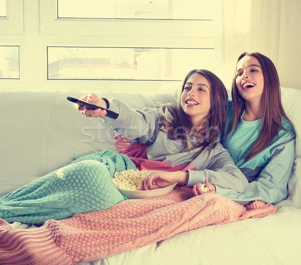 Mejor amigo ninas viendo tv cine casa Foto stock © lunamarina