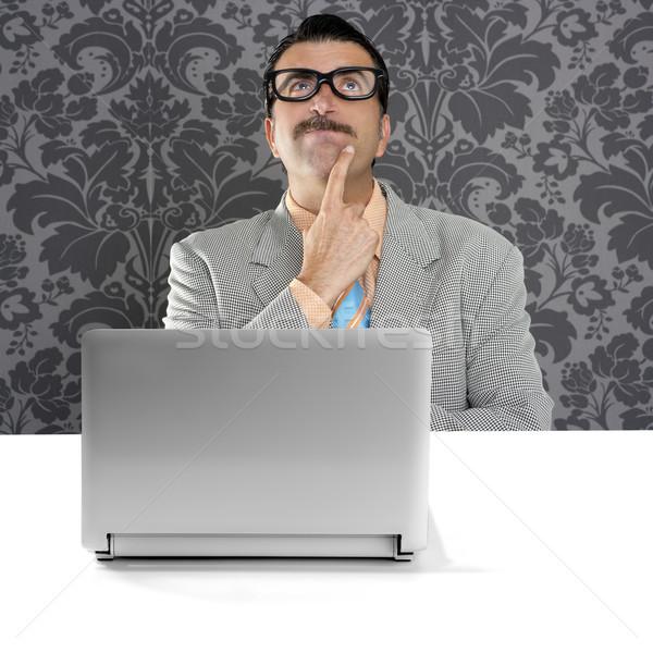 Gênio nerd bobo óculos pensando gesto Foto stock © lunamarina