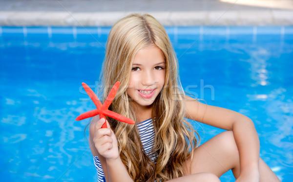 Kinderen blond meisje zomervakantie zwembad zeester Stockfoto © lunamarina