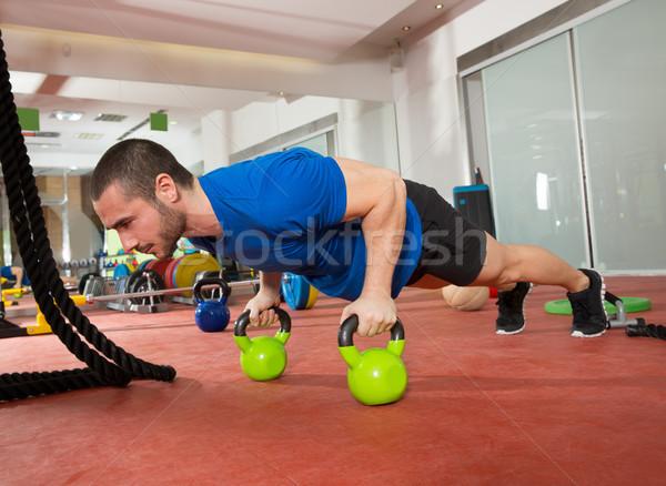 Crossfit fitness hombre flexiones ejercicio gimnasio Foto stock © lunamarina