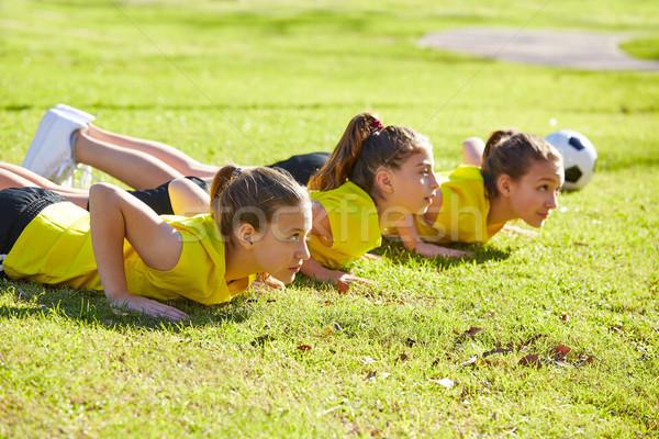 Ami filles adolescents entraînement parc Photo stock © lunamarina