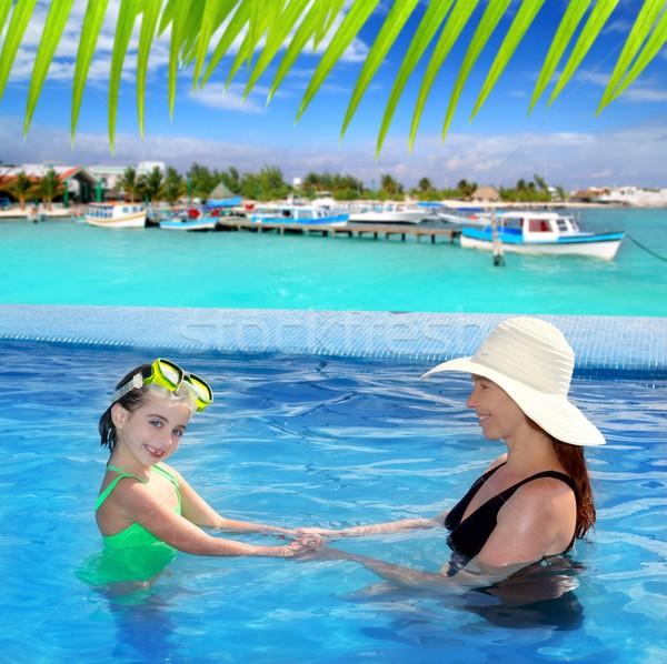 Stok fotoğraf: Kız · anne · yüzme · havuzu · tropikal · konum · su