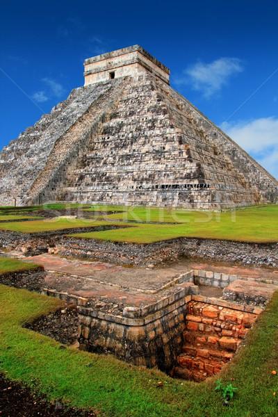 Chichen Itza Kukulcan Mayan Pyramid El Castillo Stock photo © lunamarina
