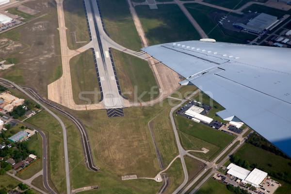 Aéroport route vue atterrissage avion Photo stock © lunamarina