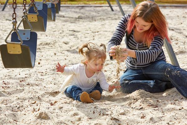 Сток-фото: матери · дочь · играет · песок · парка