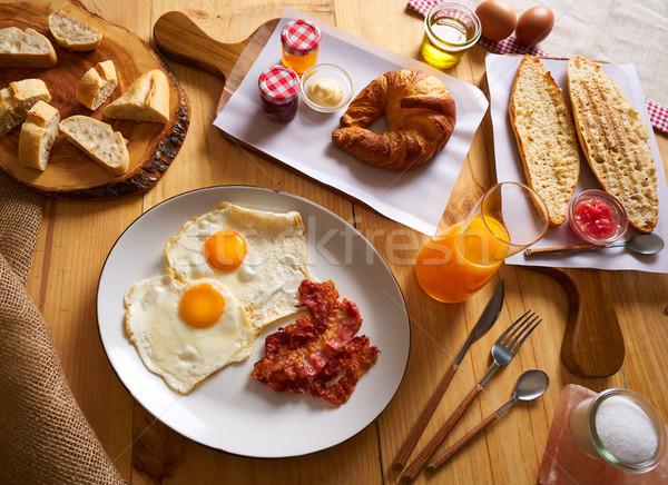Континентальный завтрак круассан яйца бекон хлеб Ломтики Сток-фото © lunamarina