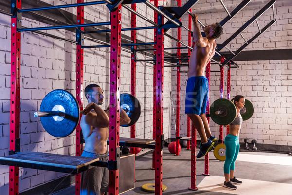 Bilanciere sollevamento pesi gruppo palestra allenamento Foto d'archivio © lunamarina