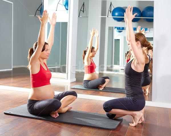 Mulher grávida pilates exercer exercício ginásio personal trainer Foto stock © lunamarina