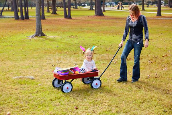 子供 少女 母親 徒歩 公園 プル ストックフォト © lunamarina