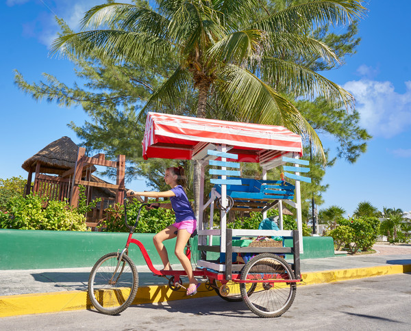 Genç kız caribbean üç tekerlekli bisiklet alışveriş bisiklet Meksika Stok fotoğraf © lunamarina