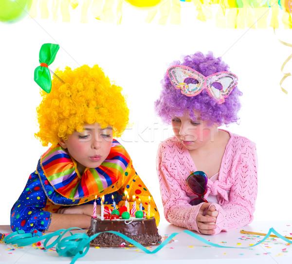 Gyerekek születésnapi buli bohóc fúj torta gyertyák Stock fotó © lunamarina