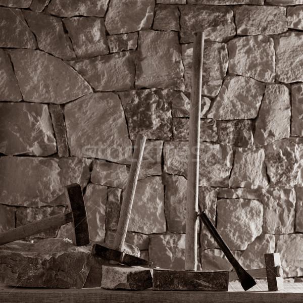 Marteau outils maçonnerie travaux maçon mur de pierre Photo stock © lunamarina