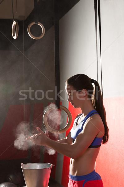 Tornaterem kréta magnézium kezek nő tapsol Stock fotó © lunamarina