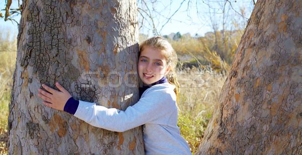 Сток-фото: Kid · девочек · природы · обнять · дерево · Открытый