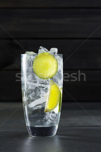 Gin koktél Lima jégkocka fekete víz Stock fotó © lunamarina