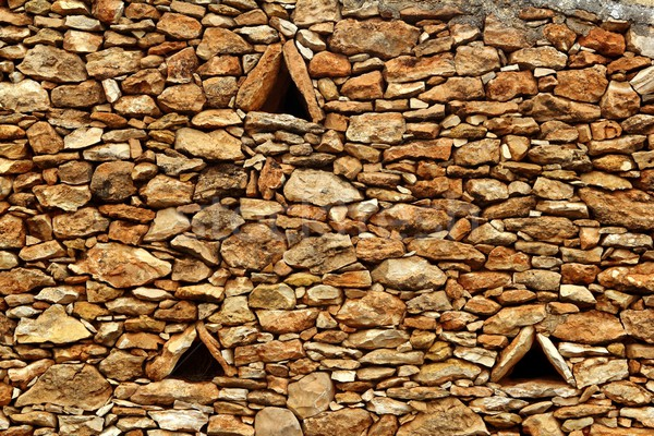 Duvarcılık taş duvar üçgen pencereler Bina model Stok fotoğraf © lunamarina