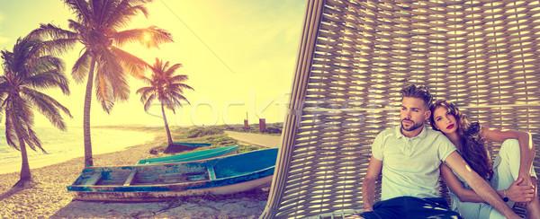 Stok fotoğraf: çift · plaj · güneş · şemsiyesi · tropikal · plaj · turist · yaz · tatili