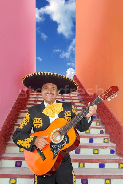 Gry gitara Meksyk klatka schodowa piosenkarka uśmiech Zdjęcia stock © lunamarina