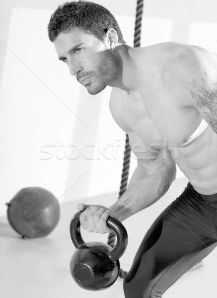 Crossfit férfi emel kettlebell edzés testmozgás Stock fotó © lunamarina