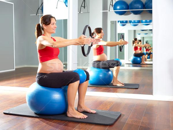 Mujer embarazada pilates ejercicio magia anillo mujer Foto stock © lunamarina
