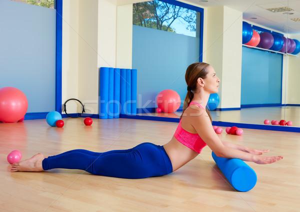 Pilates mujer cisne rodar ejercicio entrenamiento Foto stock © lunamarina