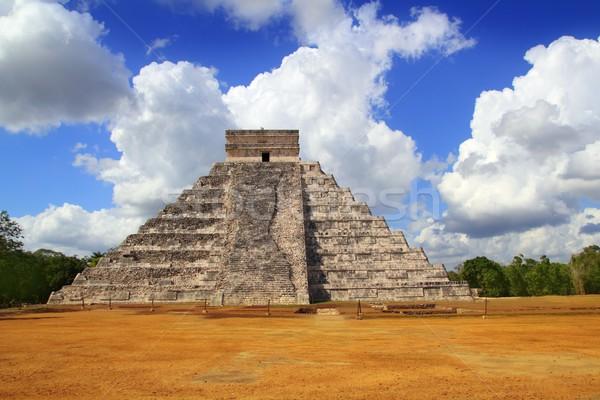 Ancient Chichen Itza Kukulcan Mayan Pyramid Stock photo © lunamarina