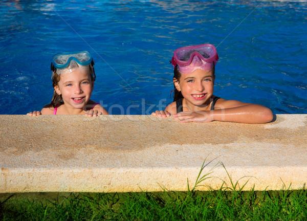 Foto d'archivio: Bambini · ragazze · blu · piscina · sorridere