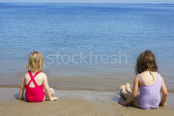 Zusters zitten strand badpak zwempak achteraanzicht Stockfoto © lunamarina