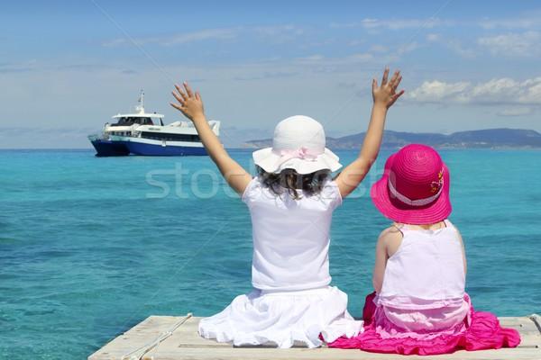 Twee meisjes toeristische turkoois zee vaarwel Stockfoto © lunamarina