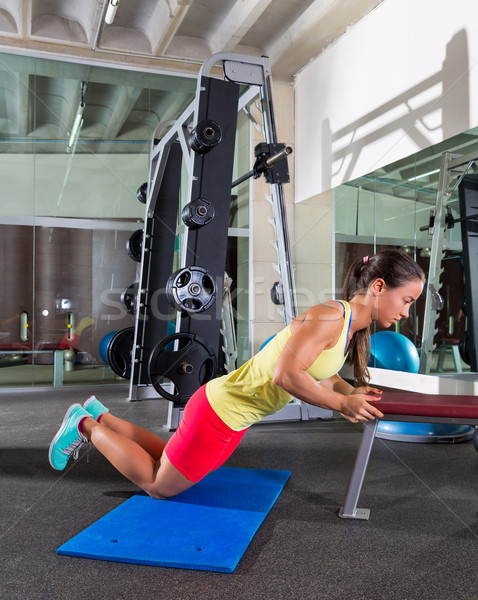 Bank triceps omhoog vrouw gymnasium Stockfoto © lunamarina