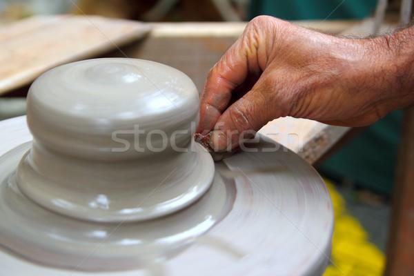 Férfi kezek dolgozik cserépedények agyag kerék Stock fotó © lunamarina