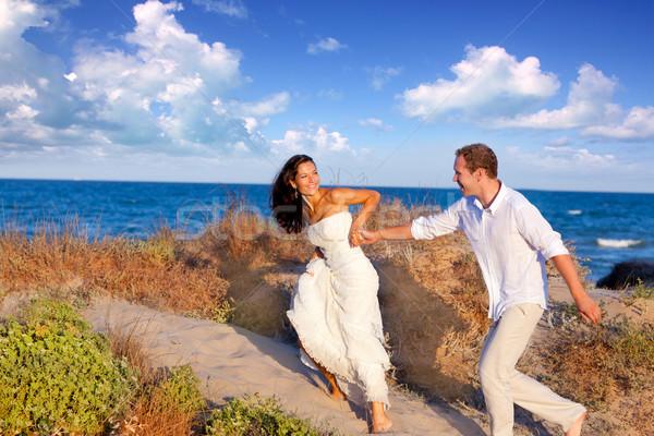 Pareja amor ejecutando playa mediterráneo mujer Foto stock © lunamarina