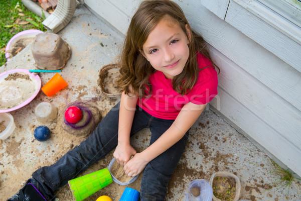 Ragazza giocare fango disordinato suolo sorridere Foto d'archivio © lunamarina