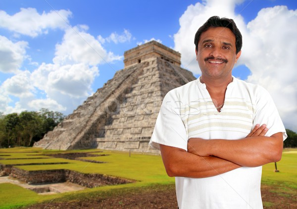 Mexican uomo shirt sorridere Chichen Itza piramide Foto d'archivio © lunamarina
