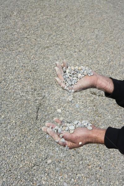 Sóder kövek zuhan férfi kezek égbolt Stock fotó © lunamarina