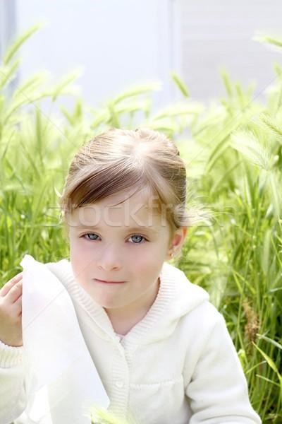 Stock fotó: Szomorú · kislány · sír · szabadtér · zöld · legelő