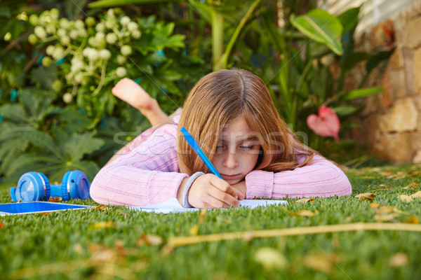 Photo stock: Blond · Kid · fille · devoirs · herbe · gazon