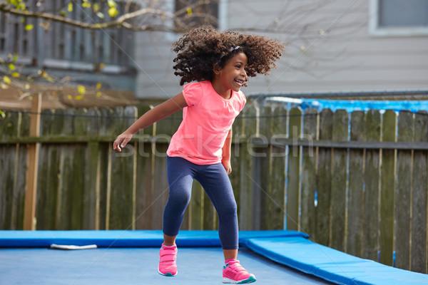Kid meisje springen trampoline speeltuin Stockfoto © lunamarina