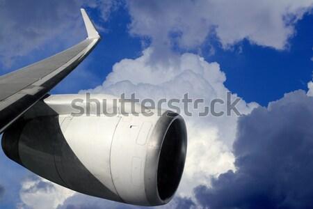 Repülőgép szárny repülőgép turbina repülés kék ég Stock fotó © lunamarina